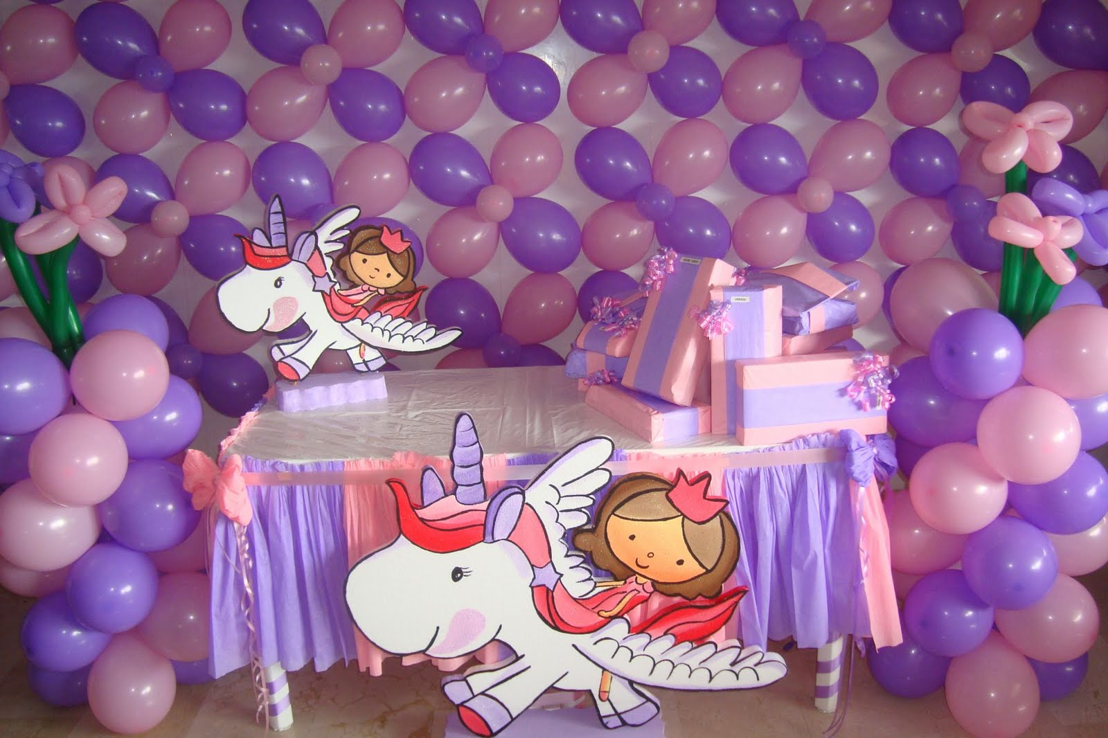 Bonitas fotos de decorados con globos for Imagenes decoracion fiestas infantiles